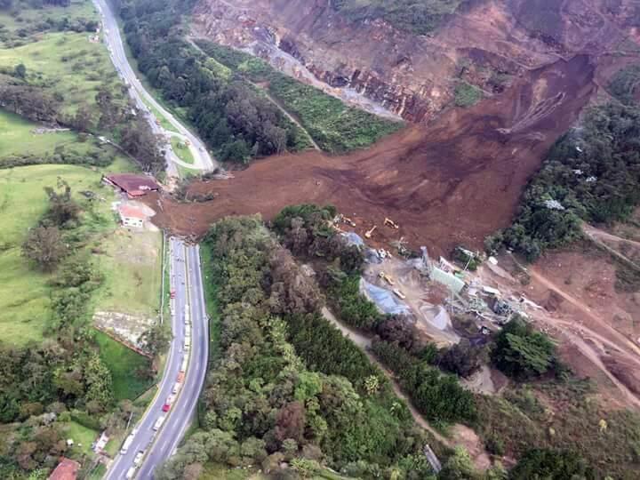 Van siete muertos y cuatro lesionados por derrumbe en Copacabana, Antioquia