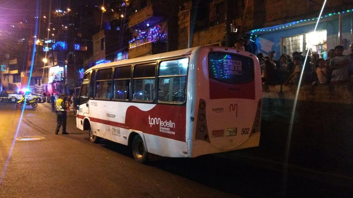Riña en bus dejó 1 persona muerta y otra lesionada