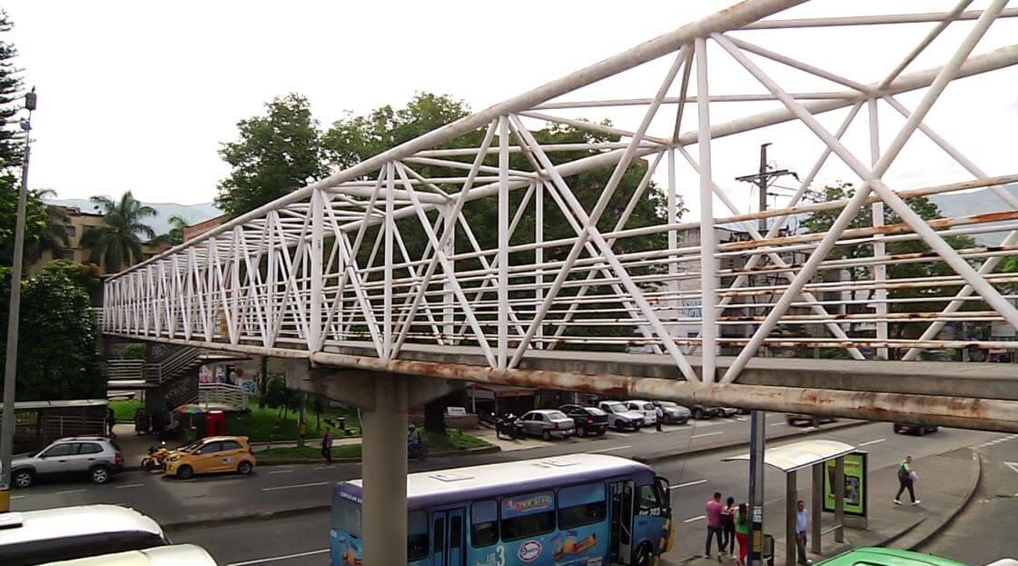Avanza la intervención del puente peatonal de la Avenida 80