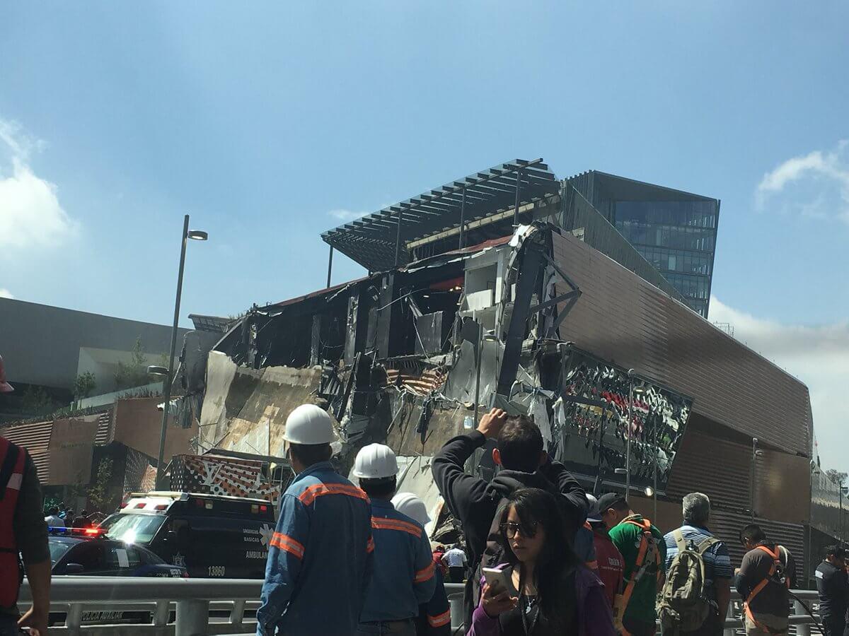 Así se desplomó la fachada de un lujoso centro comercial en México