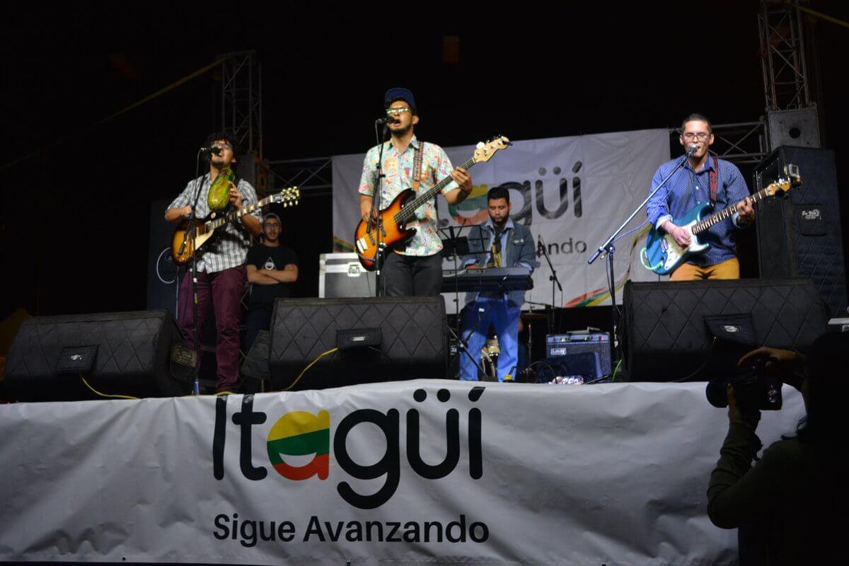 Comienza en Itagüí Toque Pues Parce School, donde los estudiantes muestran su talento en el canto y el baile