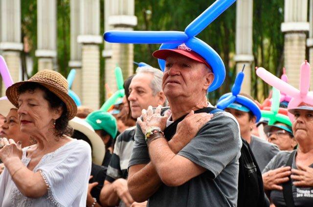 Fallo de tutela autoriza dos horas al aire libre a adultos mayores de 70 años