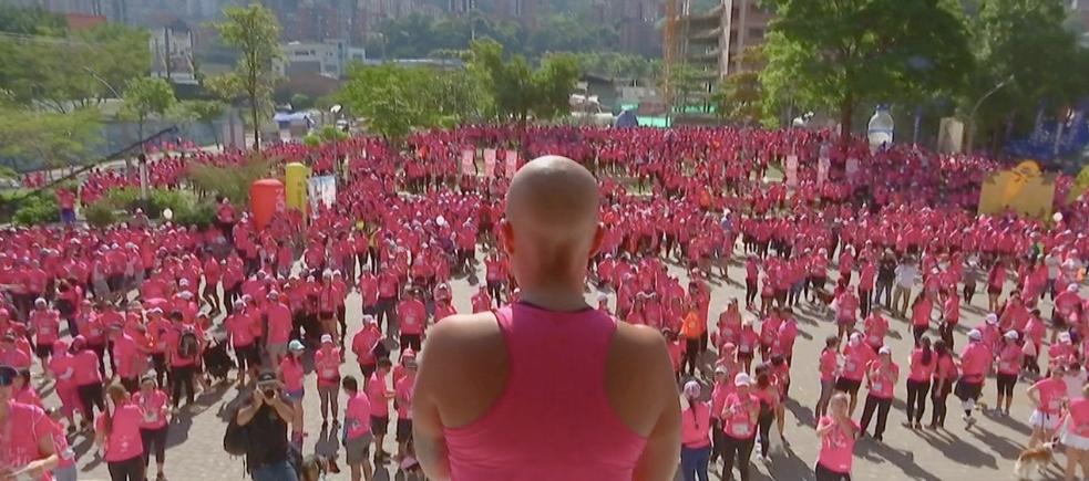 Manuela Estévez hizo extensivo su mensaje en la Carrera de las Rosas