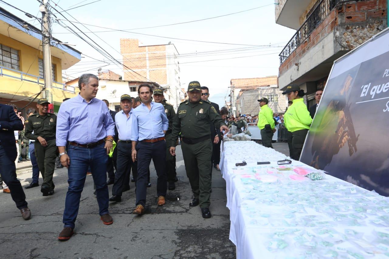 En Barrio Antioquia inició recorrido de Iván Duque con Federico Gutiérrez