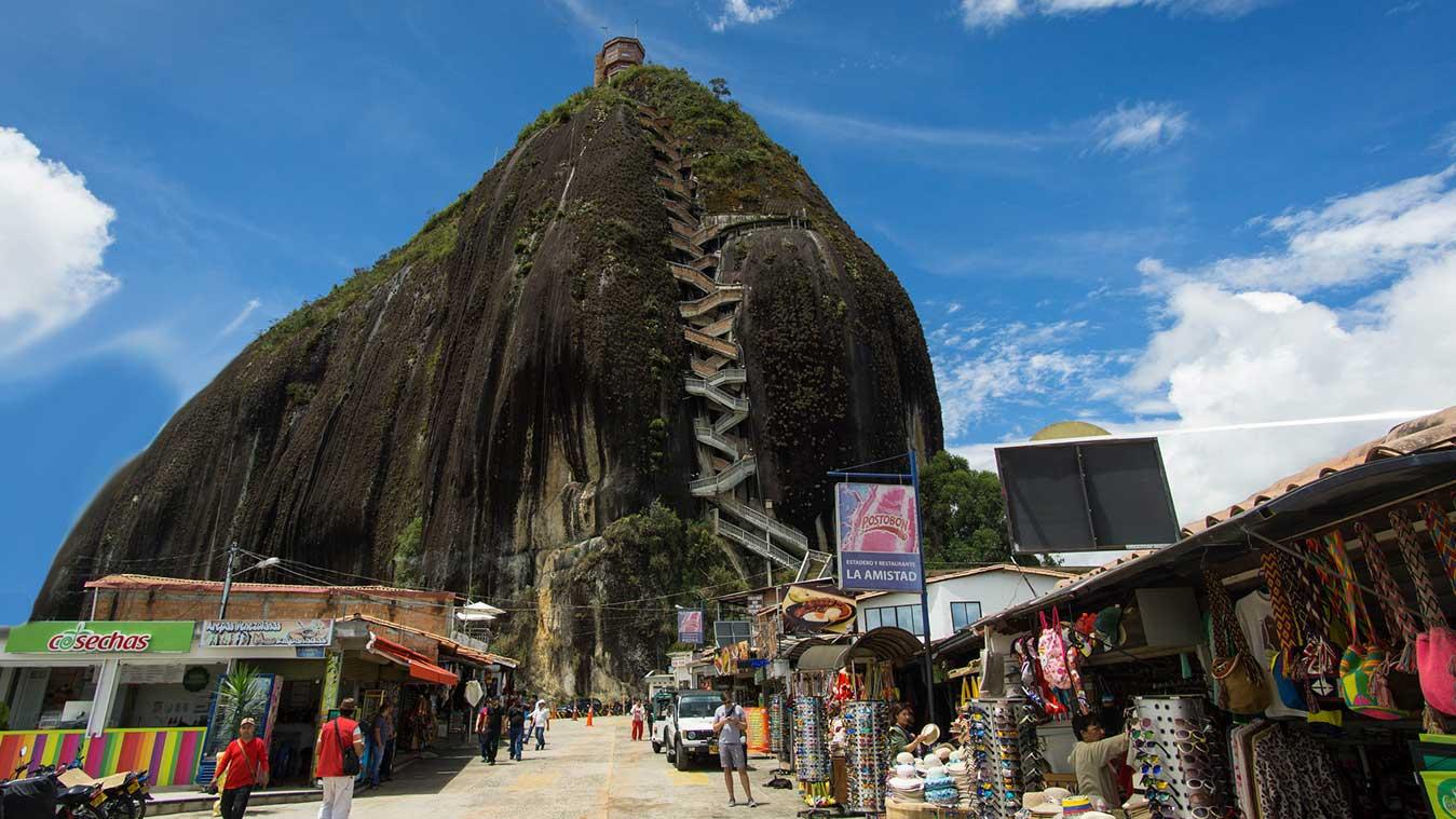 Reducción de turistas en Guatapé por restricciones