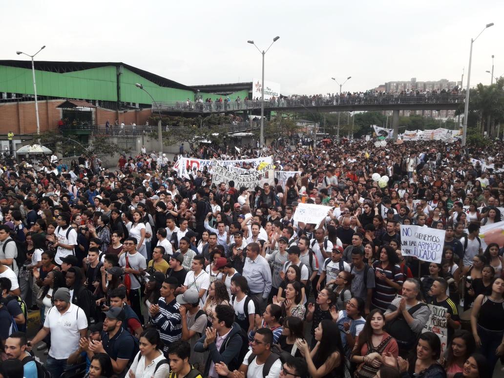 Más de 40 mil personas marcharon en Medellín por la educación pública