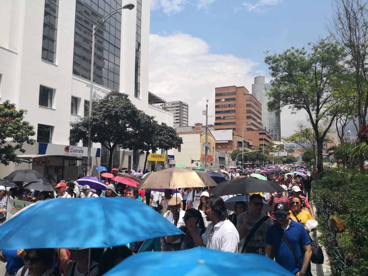 Docentes marcharon por la educación en Medellín