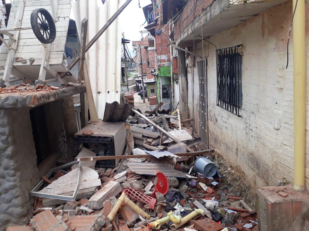 Colapso de dos pisos de una vivienda en Bello no dejó lesionados