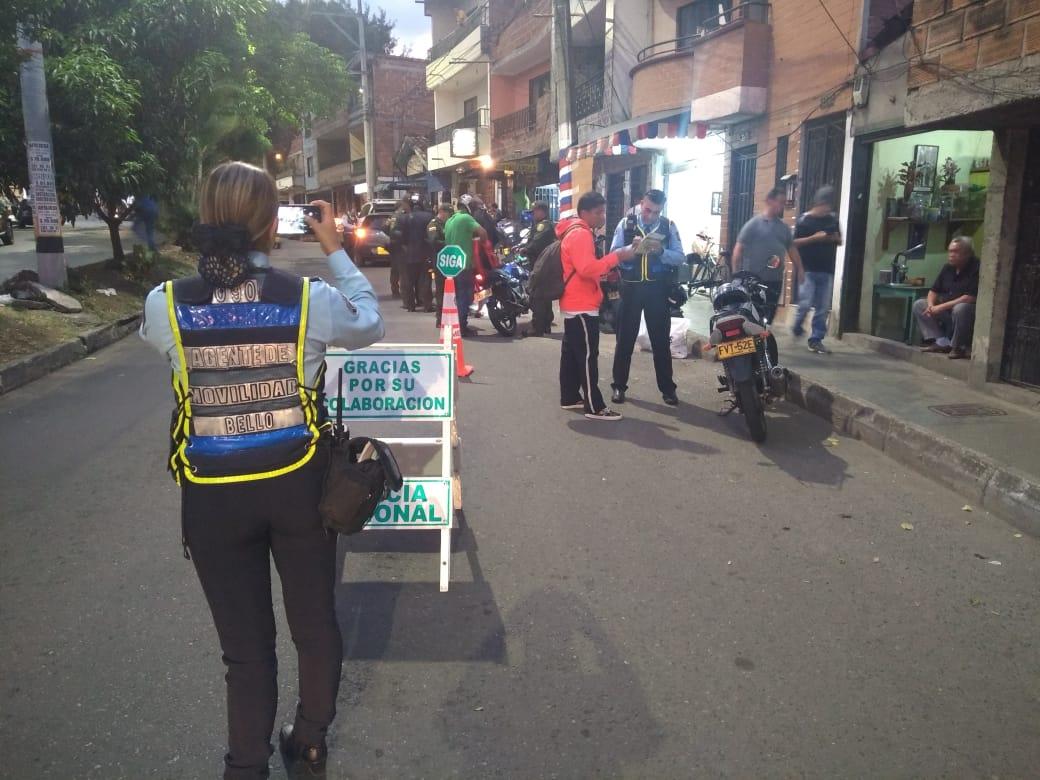 Alcaldía de Bello informó que sigue restricción de parrillero hombre y mujer