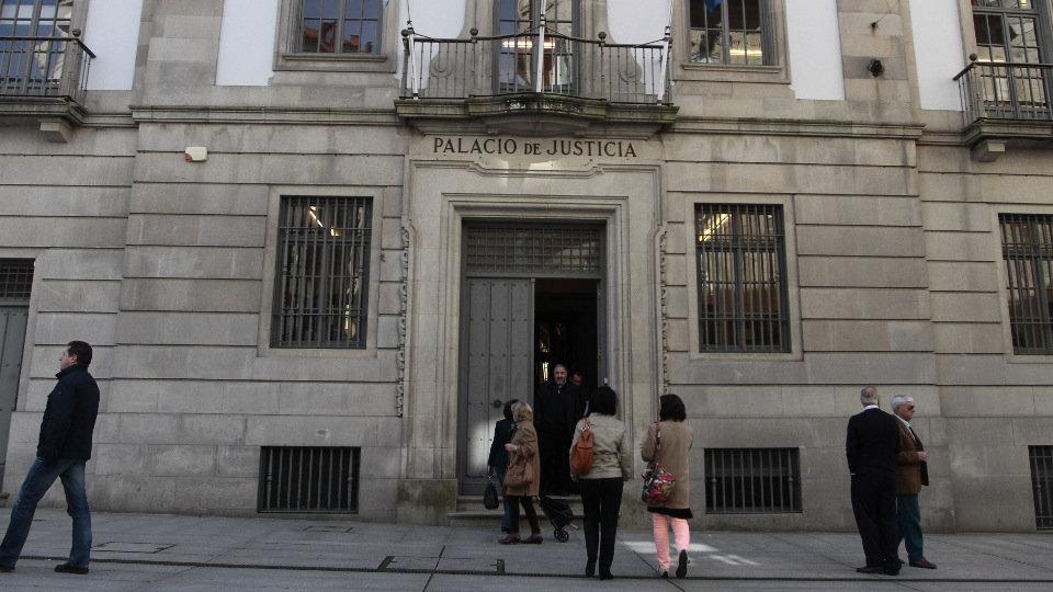 Condenan a madre española por reprender a su hijo por no bañarse
