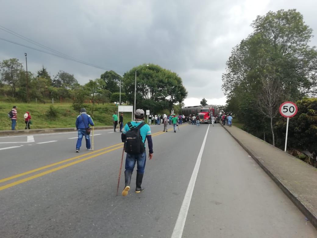 Comunidades indígenas continúan con el bloqueo de la vía Panamericana