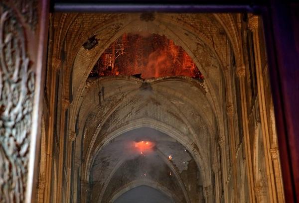 Primeras imágenes al interior de la catedral de Notre Dame tras el incendio