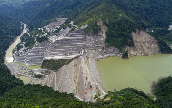 Llenado la oquedad en el proyecto Hidroeléctrico Ituango