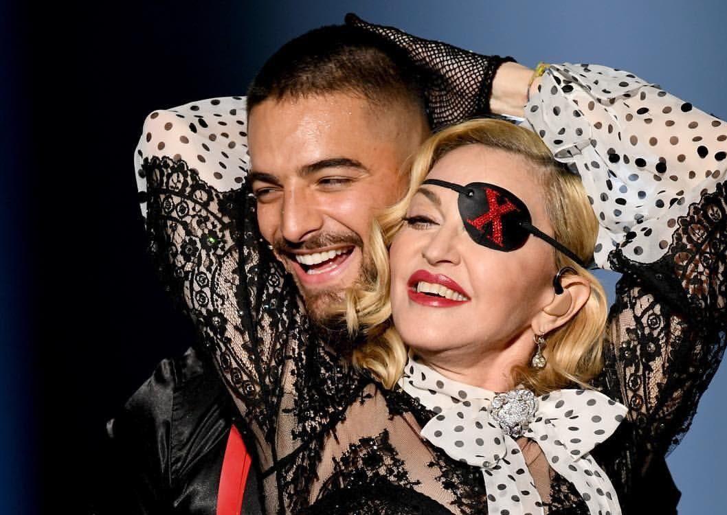 """Madonna y Maluma presentaron el sencillo """"Medellín"""" en los Billboard"""