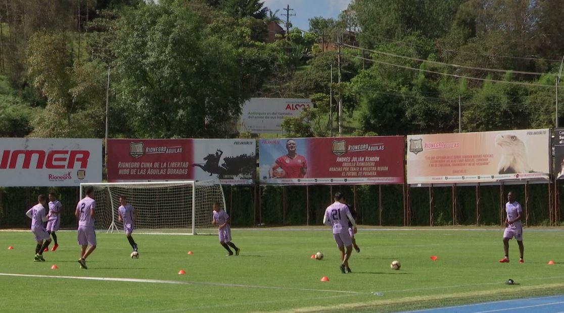 Rionegro Águilas se alista en Argentina para enfrentar a Independiente