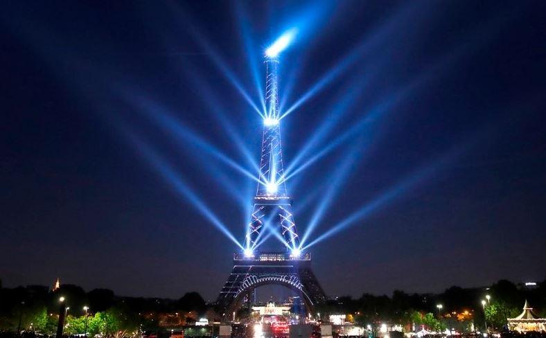 (Video) La Torre Eiffel celebró con espectáculo 130 años de historia