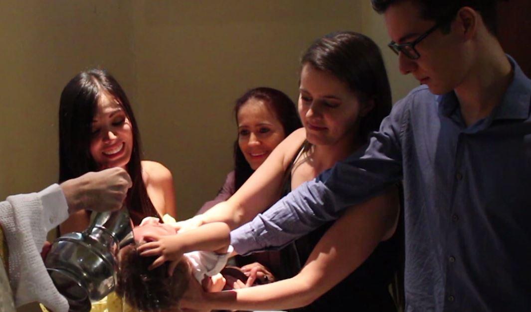 Una pareja del mismo sexo bautizó a su hijo en Medellín
