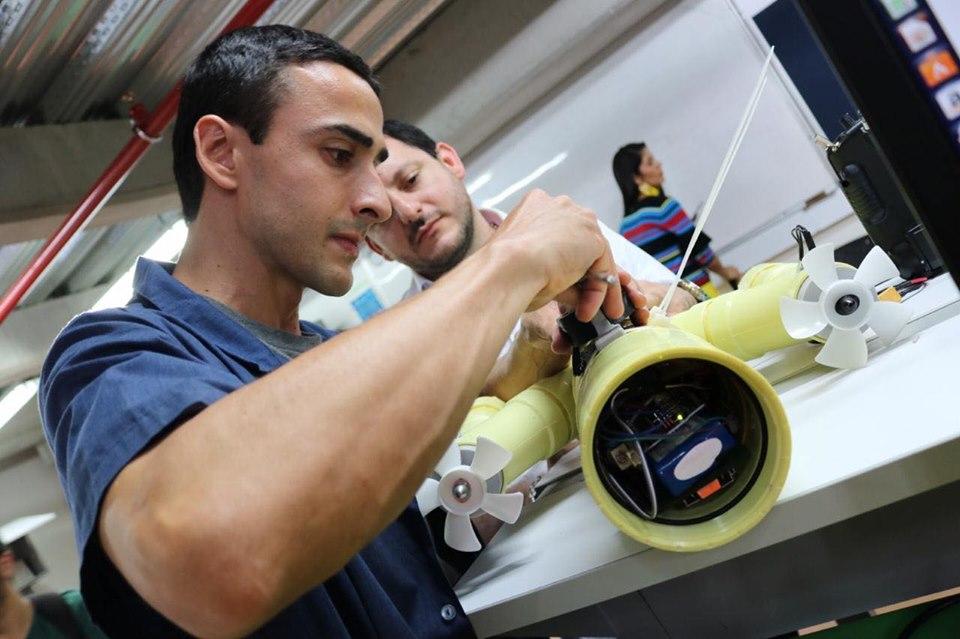 En I.U. Pascual Bravo crearon minisubmarinos que miden la calidad del agua