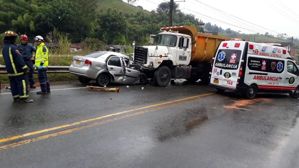 Dos personas murieron en accidente de tránsito en Caldas