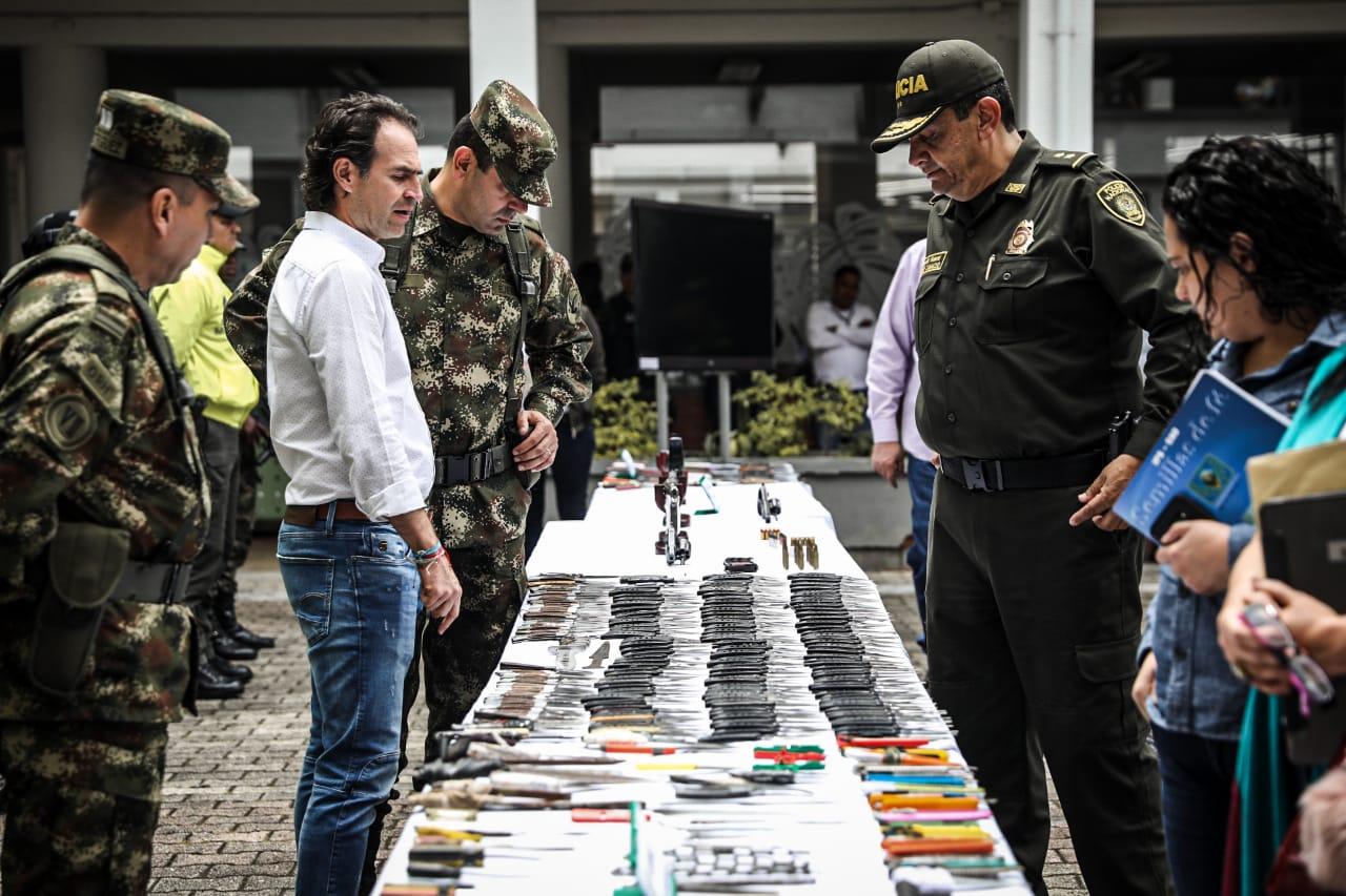 332 capturados y 144 armas incautadas en recientes operativos en Medellín