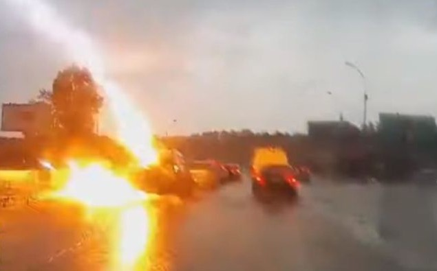 Un rayo golpea dos veces al mismo auto en Rusia