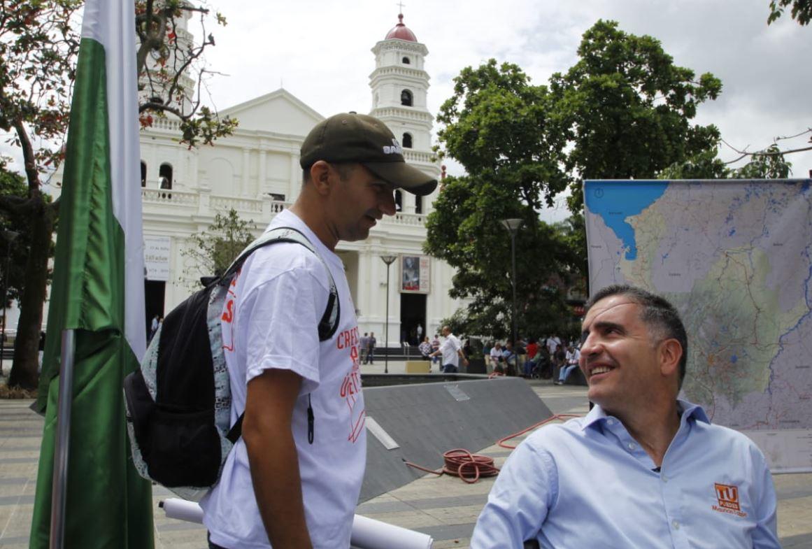 Mauricio Tobón convirtió el parque de Envigado en despacho