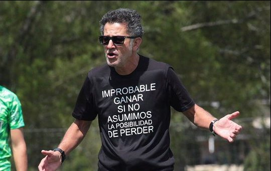 Osorio se volverá a ausentar del banquillo verde pero esta vez para capacitarse en Inglaterra