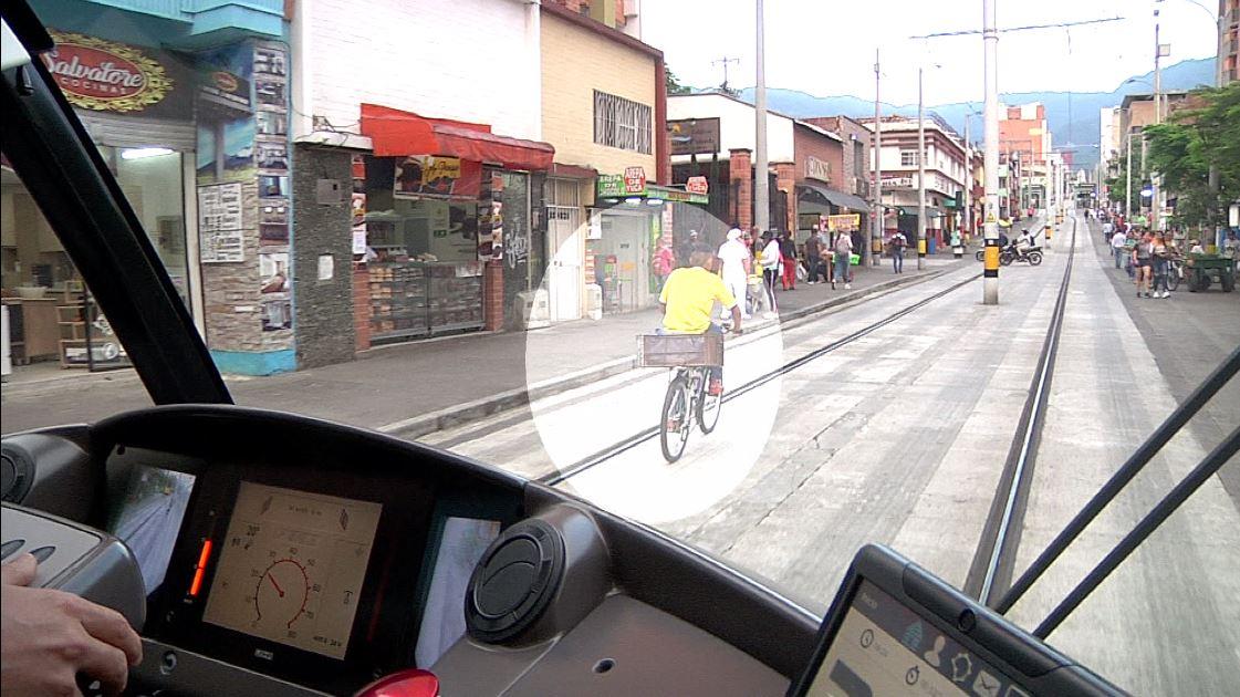 Evidenciamos las imprudencia de ciudadanos en el Tranvía de Ayacucho