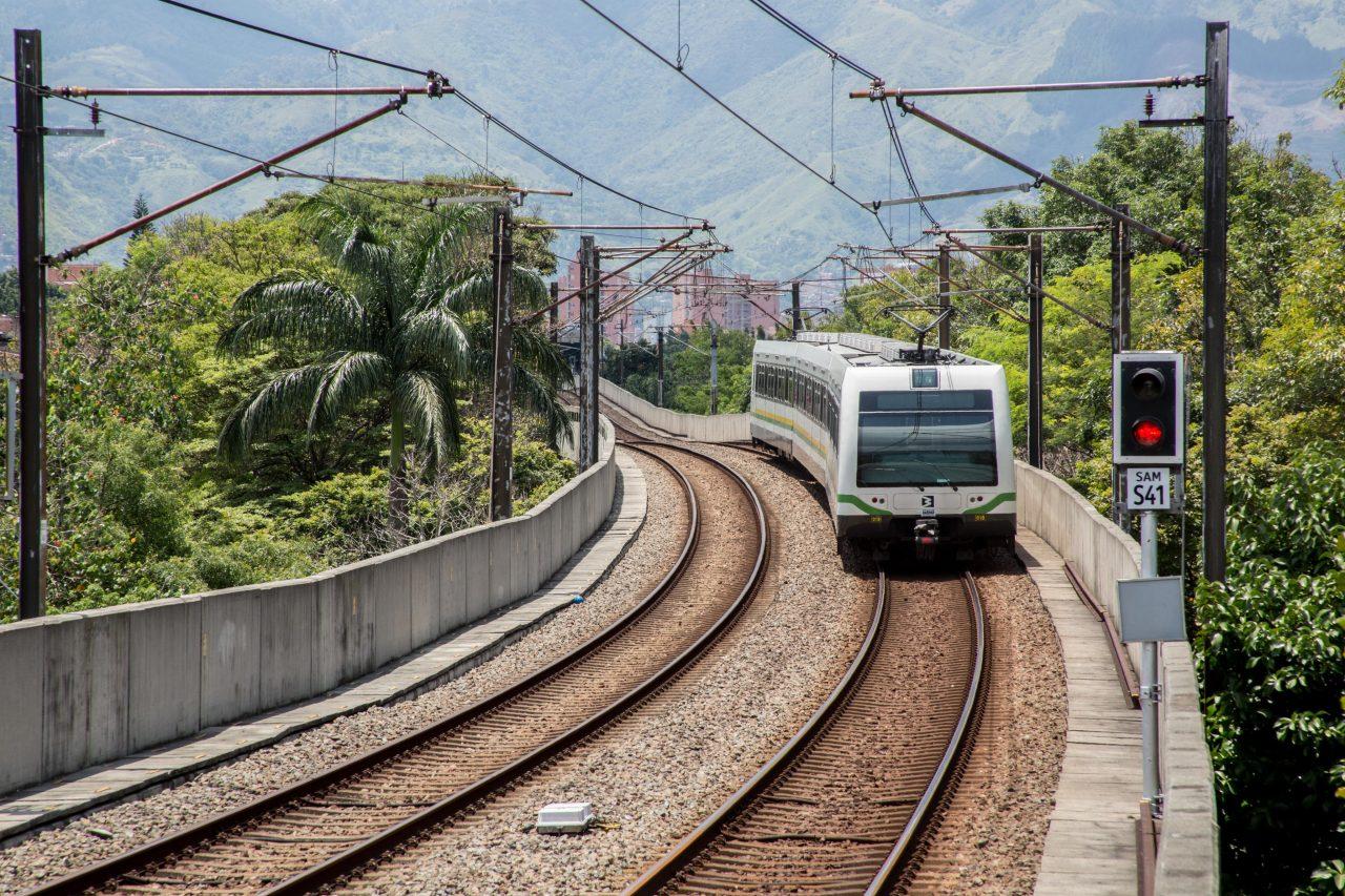 Metro operó con restricción en la línea A por novedad en la vía