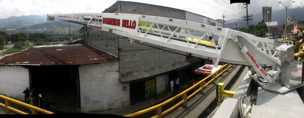 ((Video)) Autoridades controlaron incendio en una bodega en Bello - Telemedellín