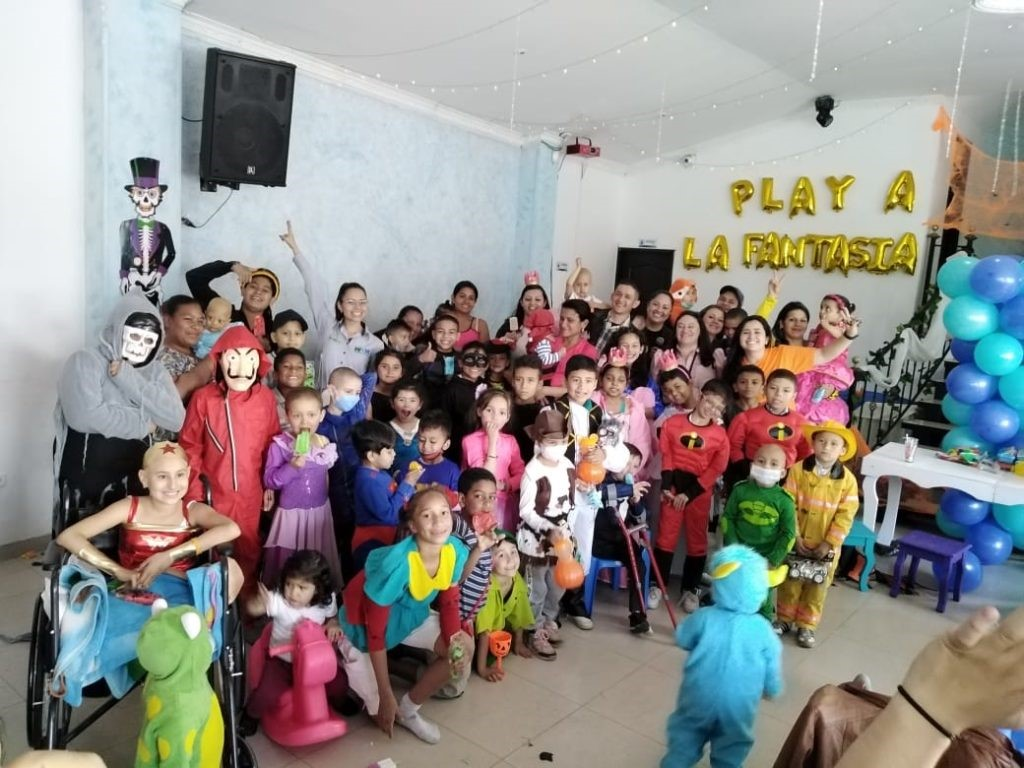 """Barnes de Colombia hizo """"Play a la Fantasía"""" con la Fundación Sanar Cáncer"""