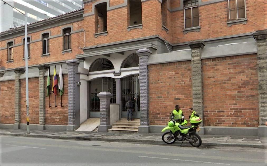 Riña en la estación de policía La Candelaria dejó cinco lesionados - Telemedellín