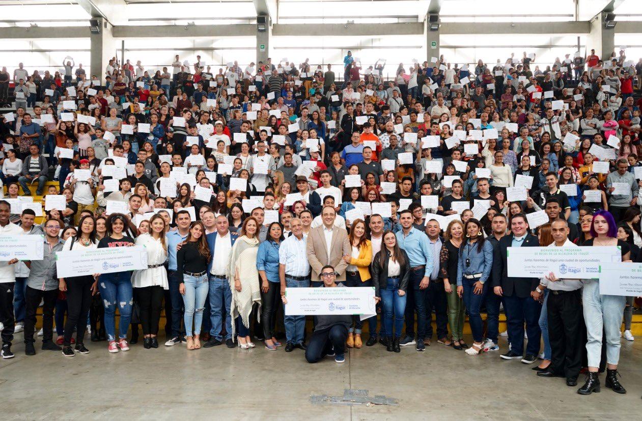 Mil jóvenes de Itagüí recibieron becas para educación superior