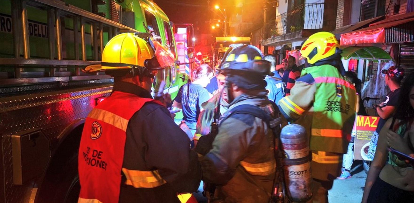 9 personas lesionadas dejó incendio en Altavista
