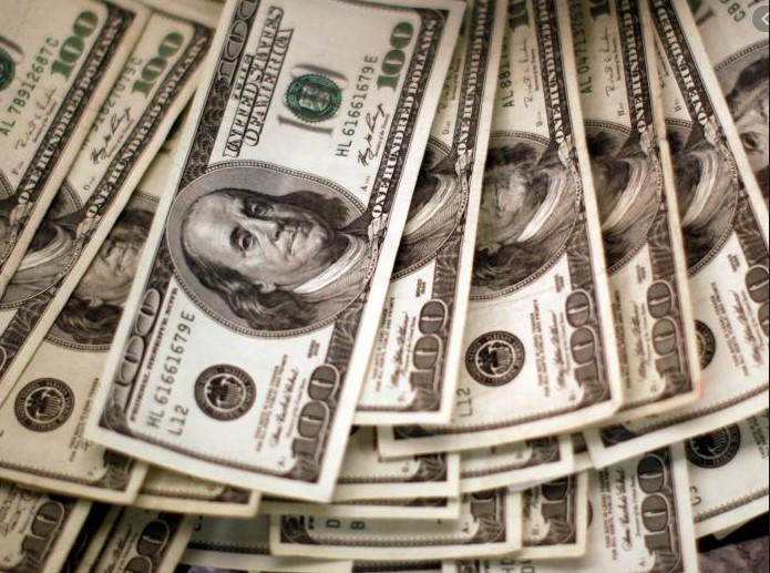 Dólar se debilita frente al anuncio de vacuna rusa Covid-19