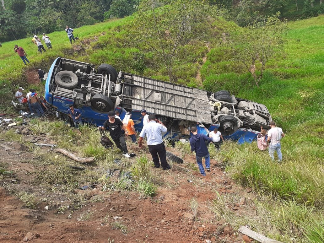 Una persona muerta y 17 heridas en accidente en Puerto Triunfo