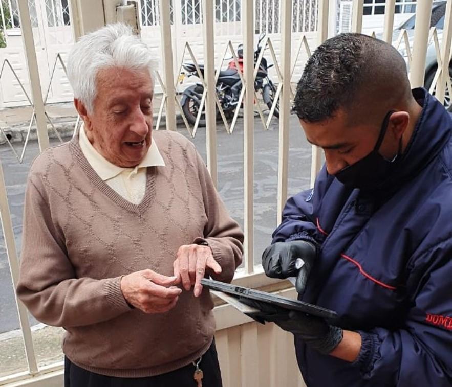 Pensionados mayores de 80 años podrán recibir pensión en casa