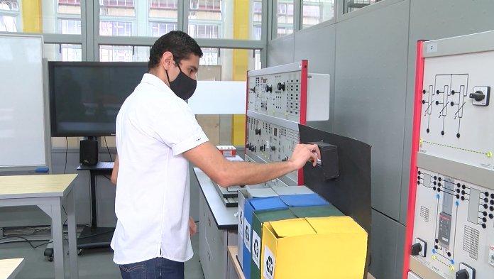 Estudiantes de Medellín crean prototipo de basurero electrónico
