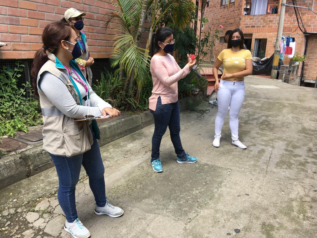 Más de 1.600 kits para mujeres han sido entregados por la Alcaldía de Medellín