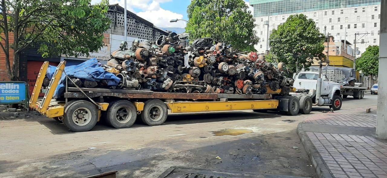 Más de 100 vehículos abandonados fueron recogidos en el Centro de Medellín