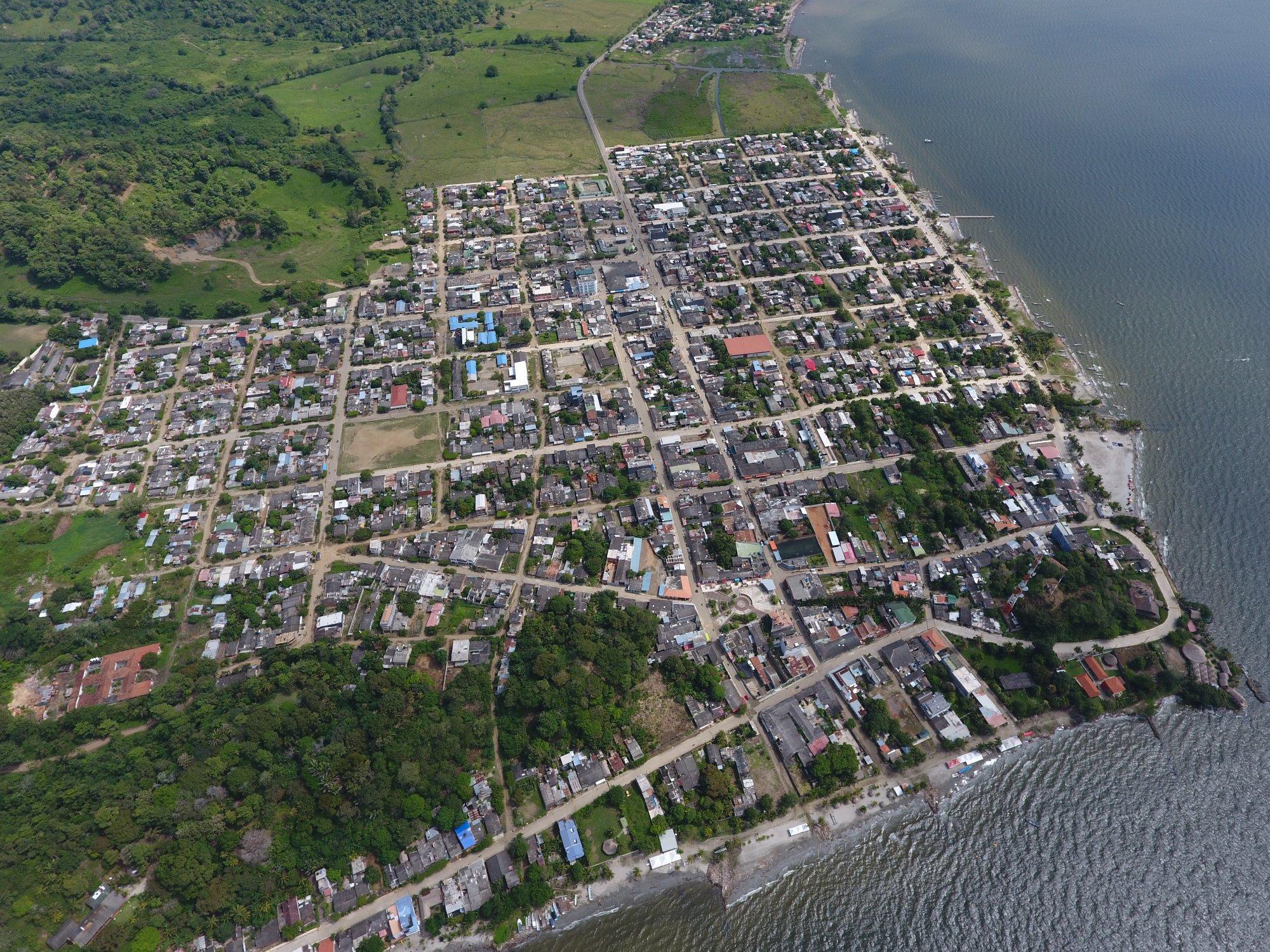 Unos 300 migrantes aún permanecen en Necoclí