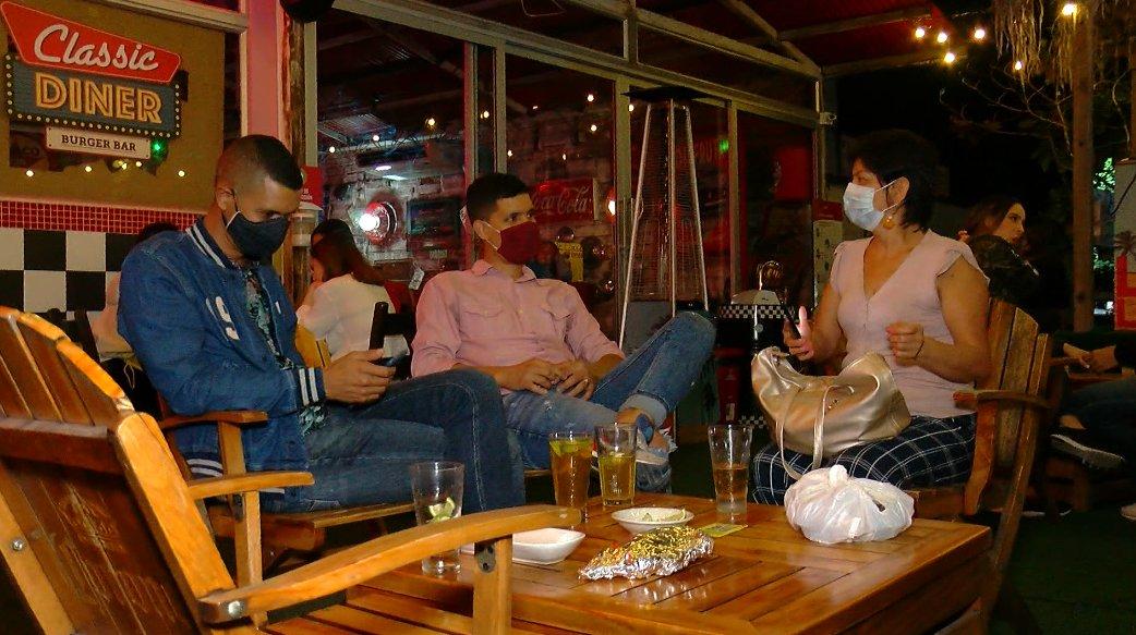 Detalles del plan piloto para reapertura de bares y consumo de licor