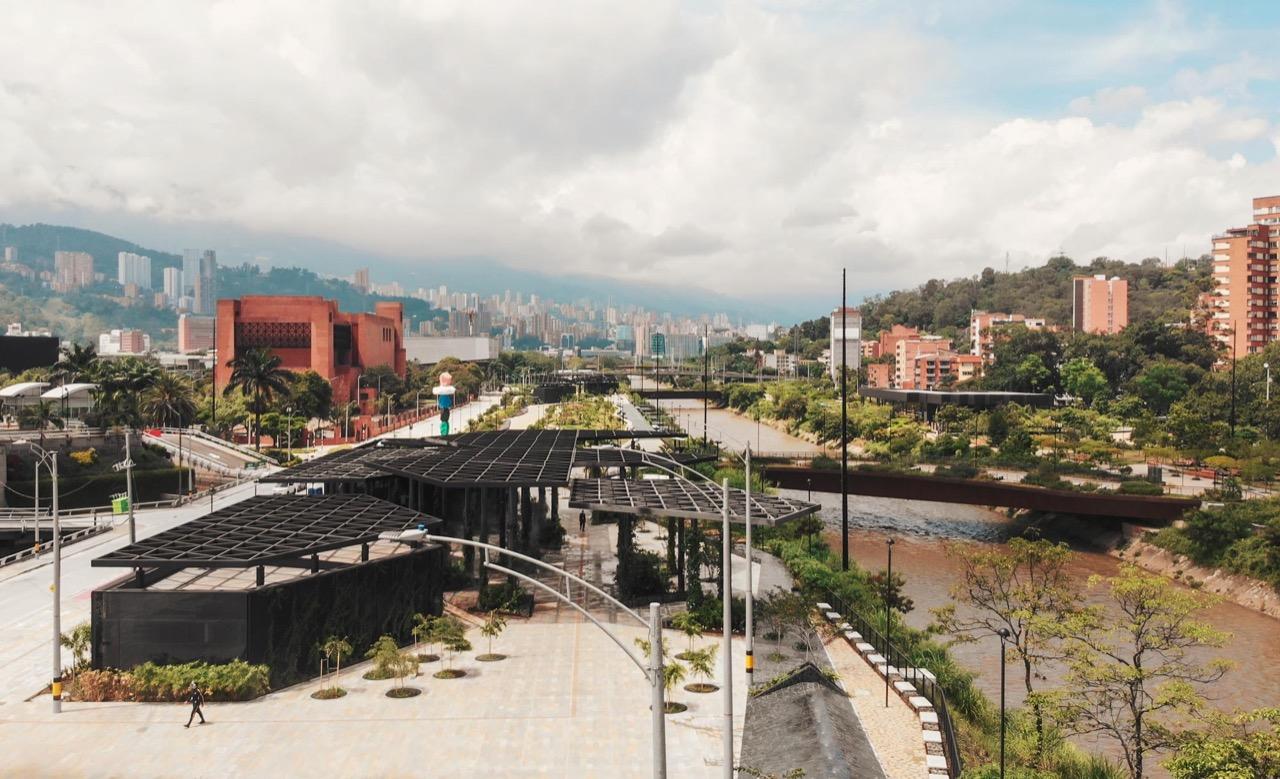 Alcaldía de Medellín entregó la nueva Plaza de Niebla en Parques del Río