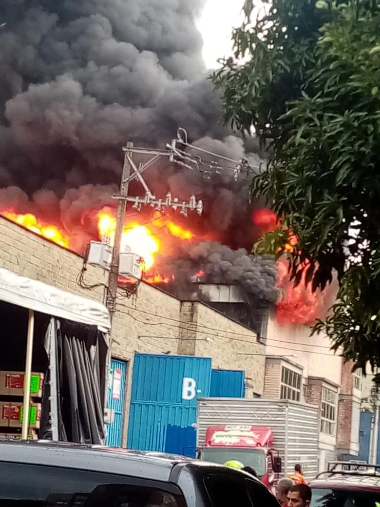 Incendio en Ditaires dejó dos bodegas afectadas