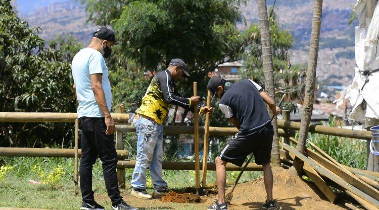 Convites ambientales intervienen zonas verdes de Medellín
