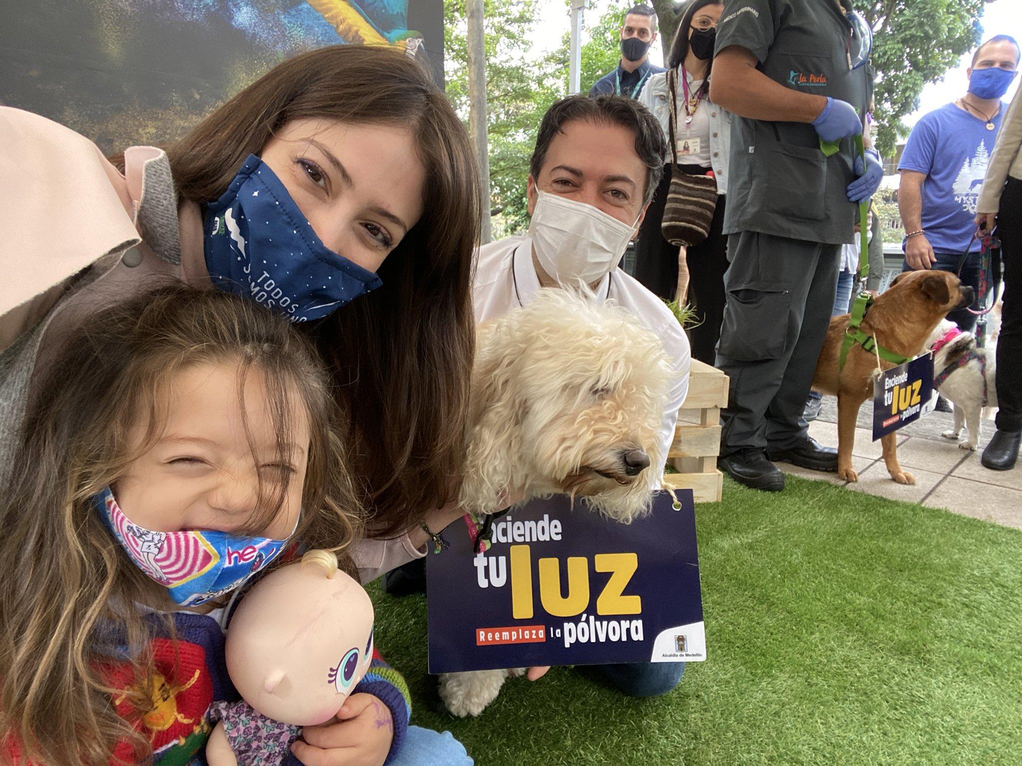 Huellatón convoca a los ciudadanos a tomarse una selfie con sus mascotas