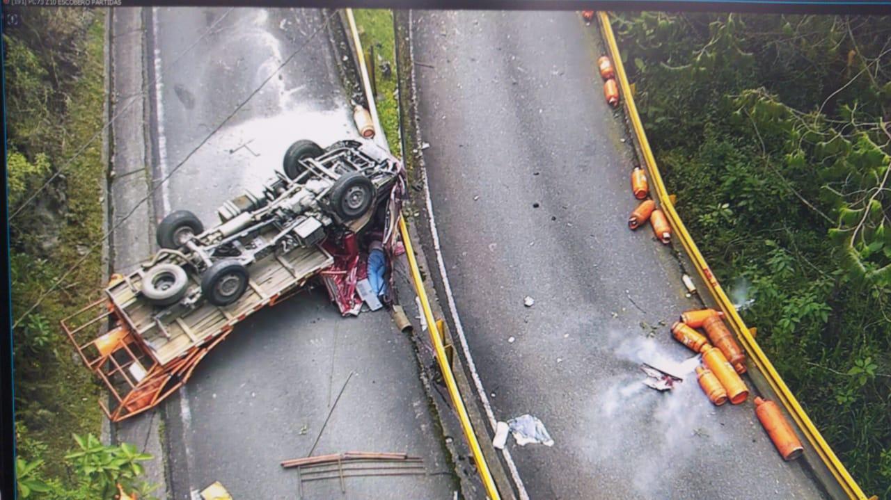 Una persona muerta y una herida dejó accidente vial en Envigado