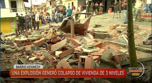 Explosión generó colapsó de vivienda de 3 niveles en Robledo