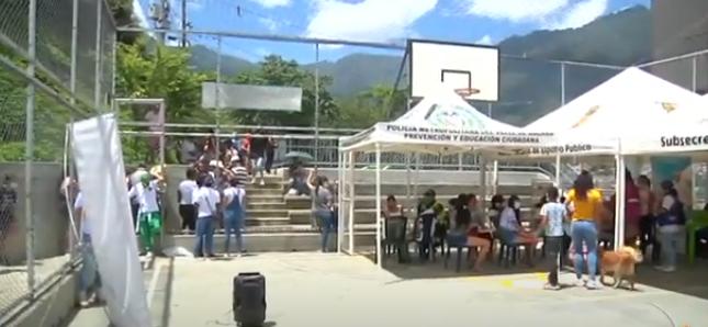 Alcaldía de Medellín realizó la Feria de Servicios en la Comuna 8