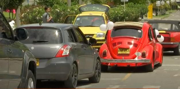 Con una caravana ciudadanos reconocieron labor de la Policía